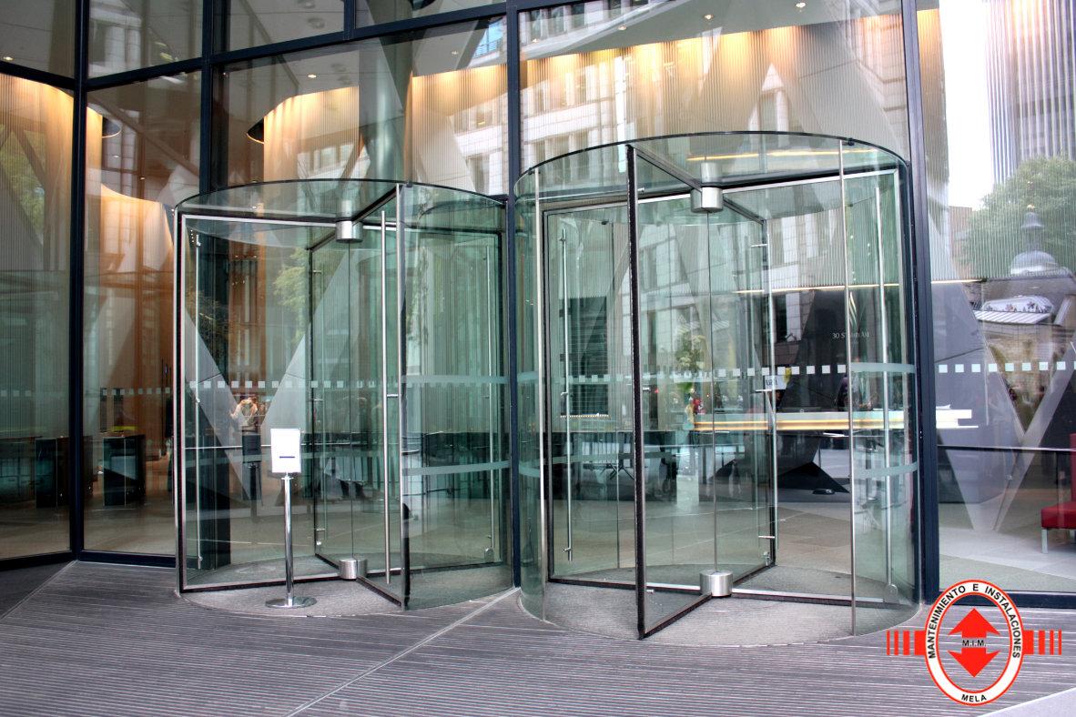 Mantenimiento de puertas automáticas de cristal en Málaga