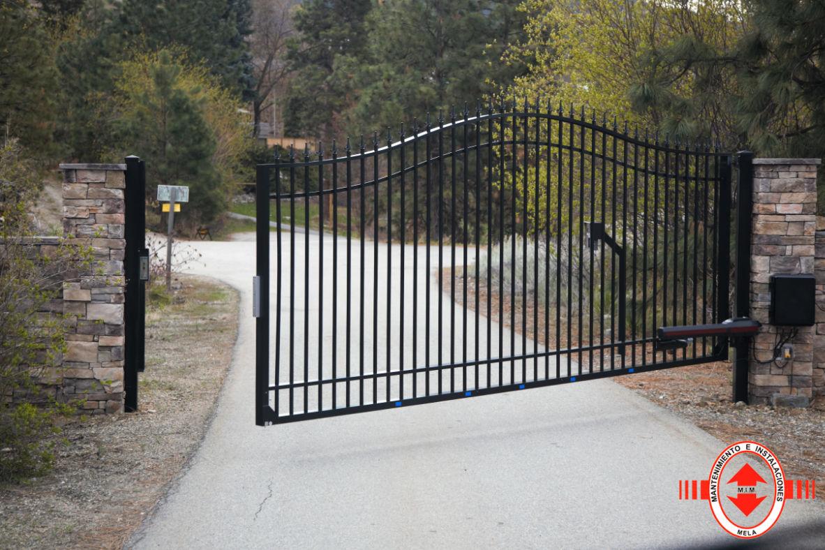 Instalación y mantenimiento de puertas abatibles